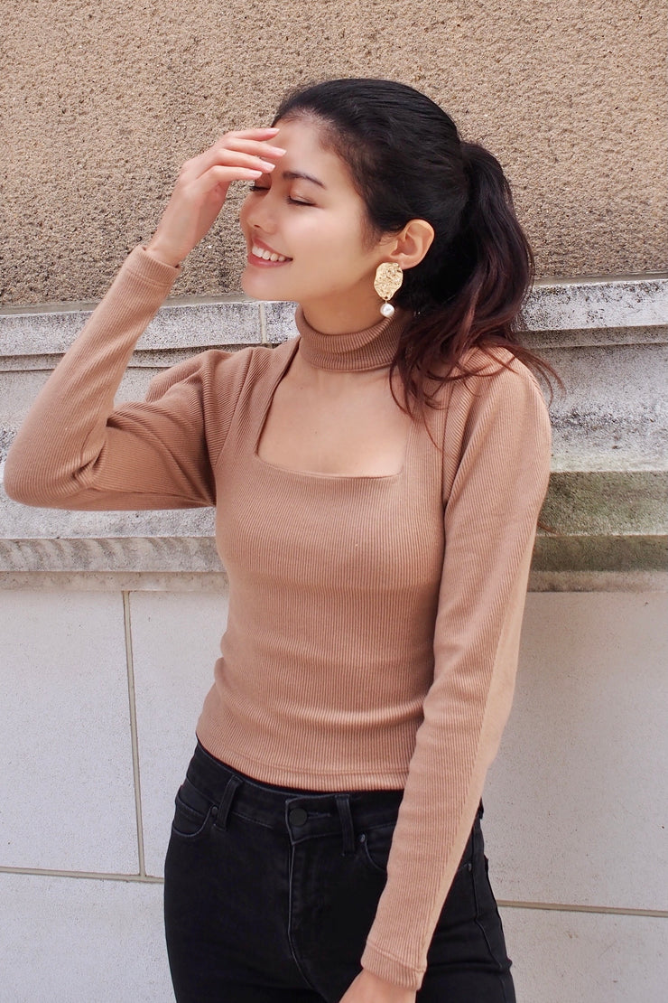 Choker Knit Top with Voluminous Shoulder【brown/black】