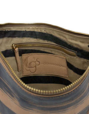 A handy pouch bag with useful internal pockets in the printed cotton lining.
