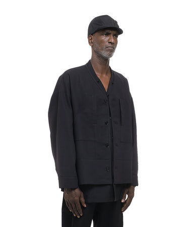 BLACK HUNCHED BACK WITH DUAL-PURPOSED POCKET
