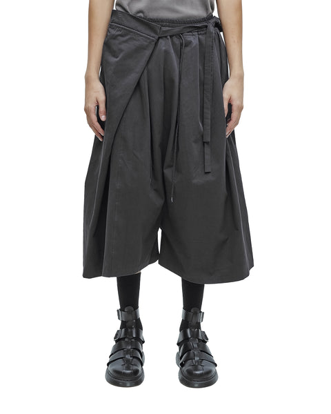 BLACK PLEATED AMPLE WITH KNOT WAISTBAND