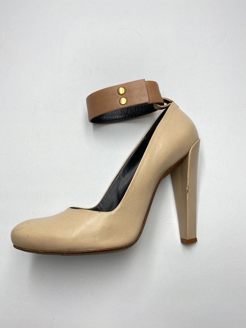 CELINE - BEIGE PUMPS WITH CONTRAST TAN ANKLE CUFF  - SZ 38.5
