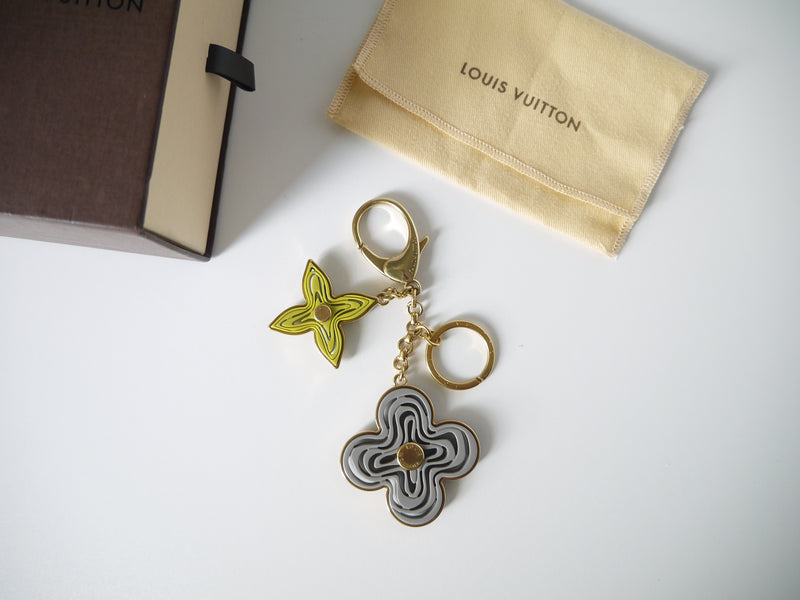 LOUIS VUITTON - GREY & GREEN RESIN NAIF BAG CHARM KEY CHAIN