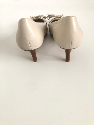 BROOKS BROTHERS - CREAM TASSEL DETAIL KITTEN HEELS CREAM - SZ 7.5 US - NEW