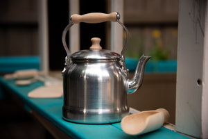 Gluckskafer Aluminium Waterkettle with Wooden Handle