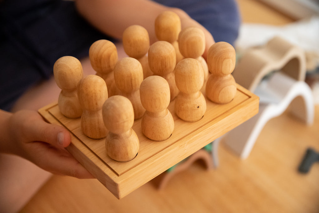 Q Toys Large Natural People Tray (set of 12 people and tray)