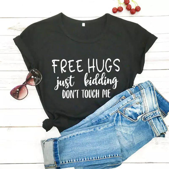 Tricou negru Free Hugs Just Kidding
