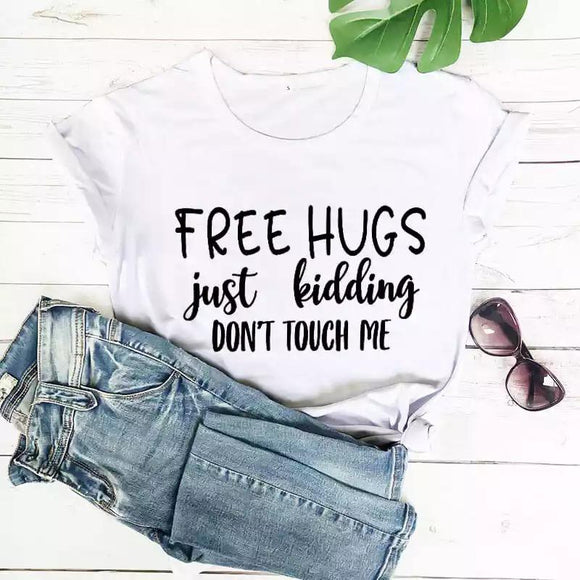 Tricou alb Free Hugs Just Kidding