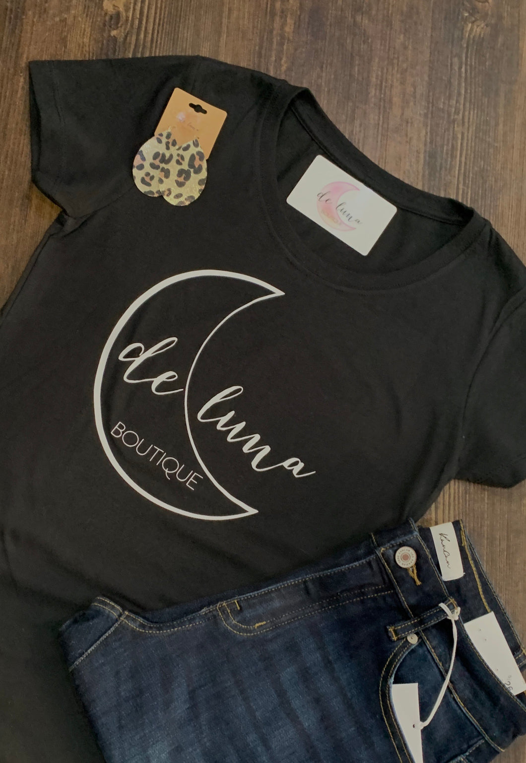 De Luna Graphic Tee