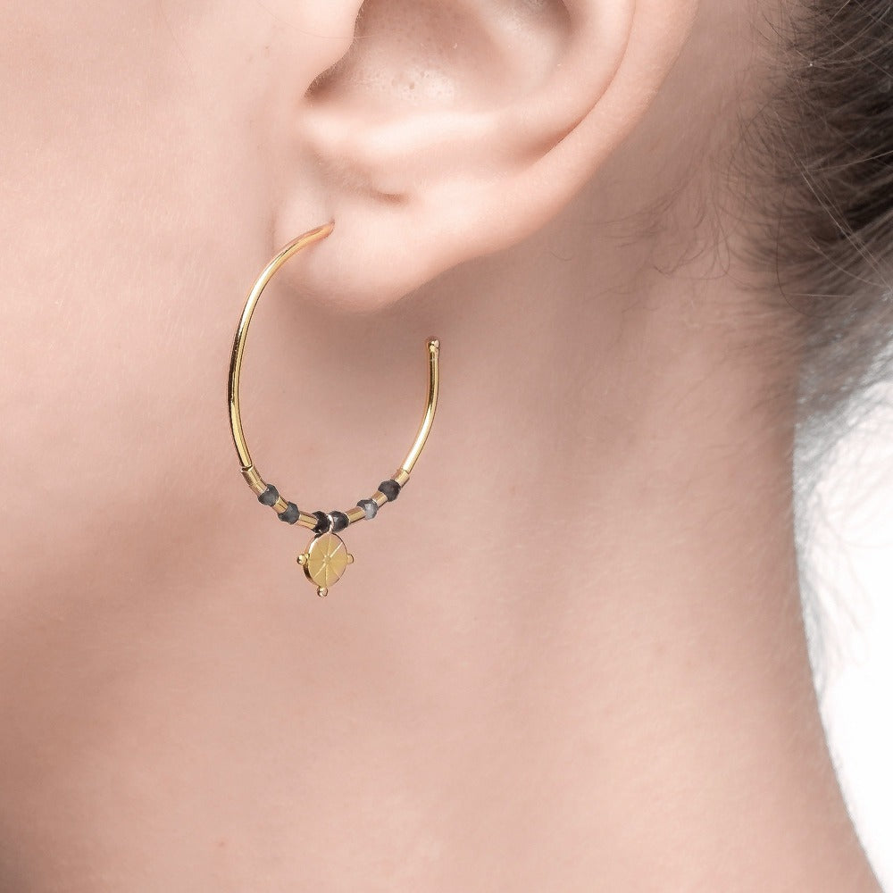 Spirito Rosa X Queen Dina Summer | River Earrings | 925 Silver | Blue-Vein Stone | 14K Gold Plated