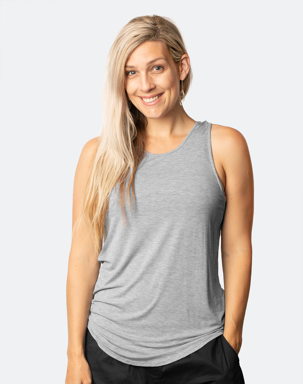 active mum wearing rise up tank in grey marle