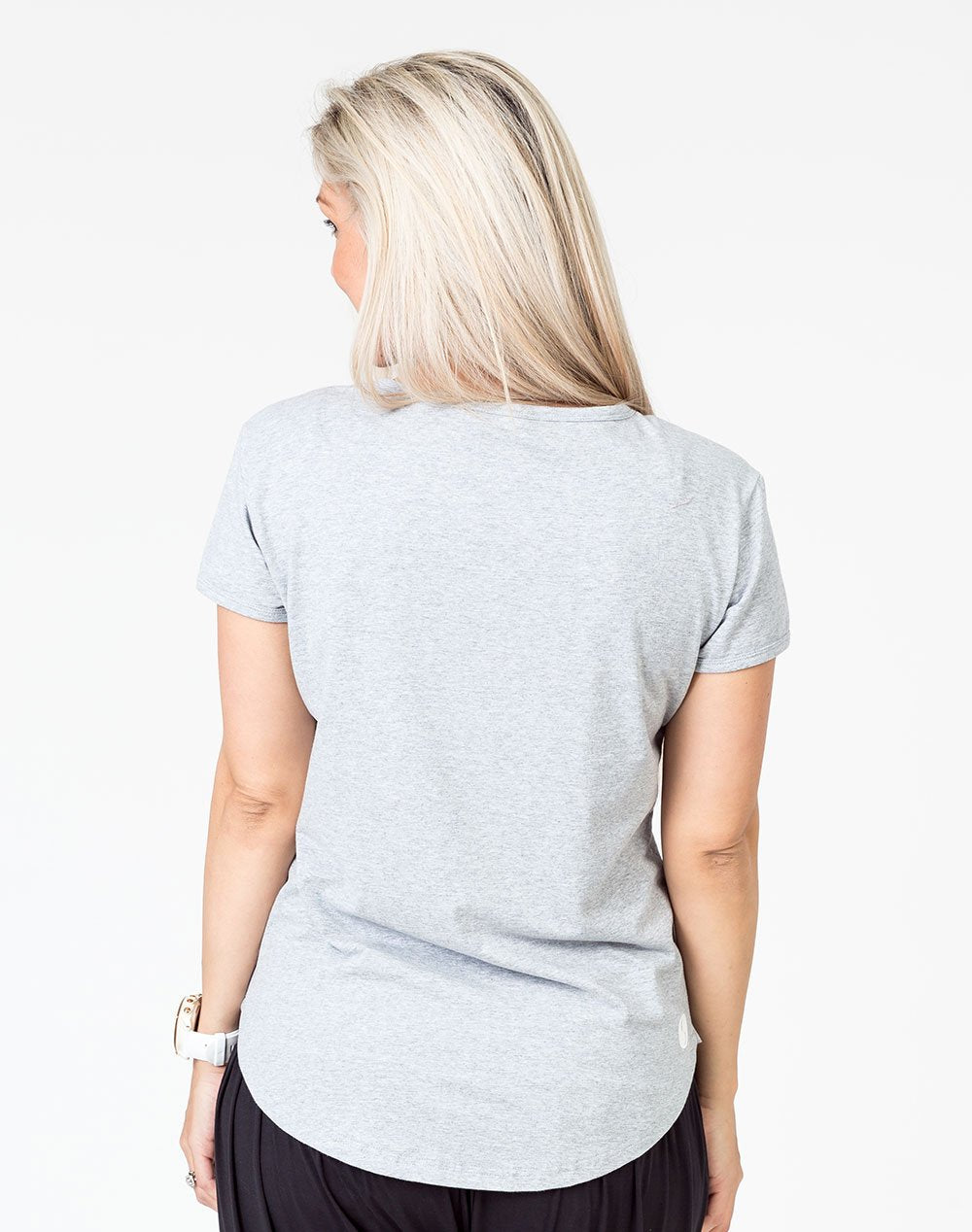 back view of a mom in a gray scoop breastfeeding t-shirt