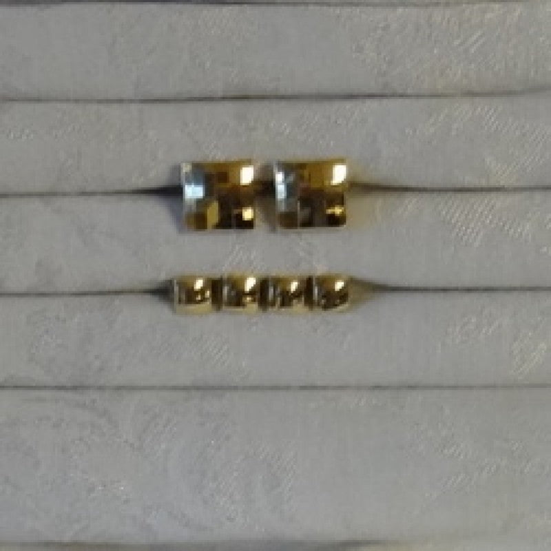 FS38 Square Stud Set