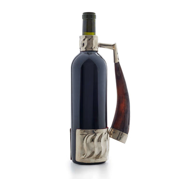 Wine bottle holder with goat horn handle
