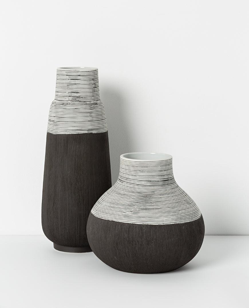 PHOEBE CERAMIC VASE - BLACK