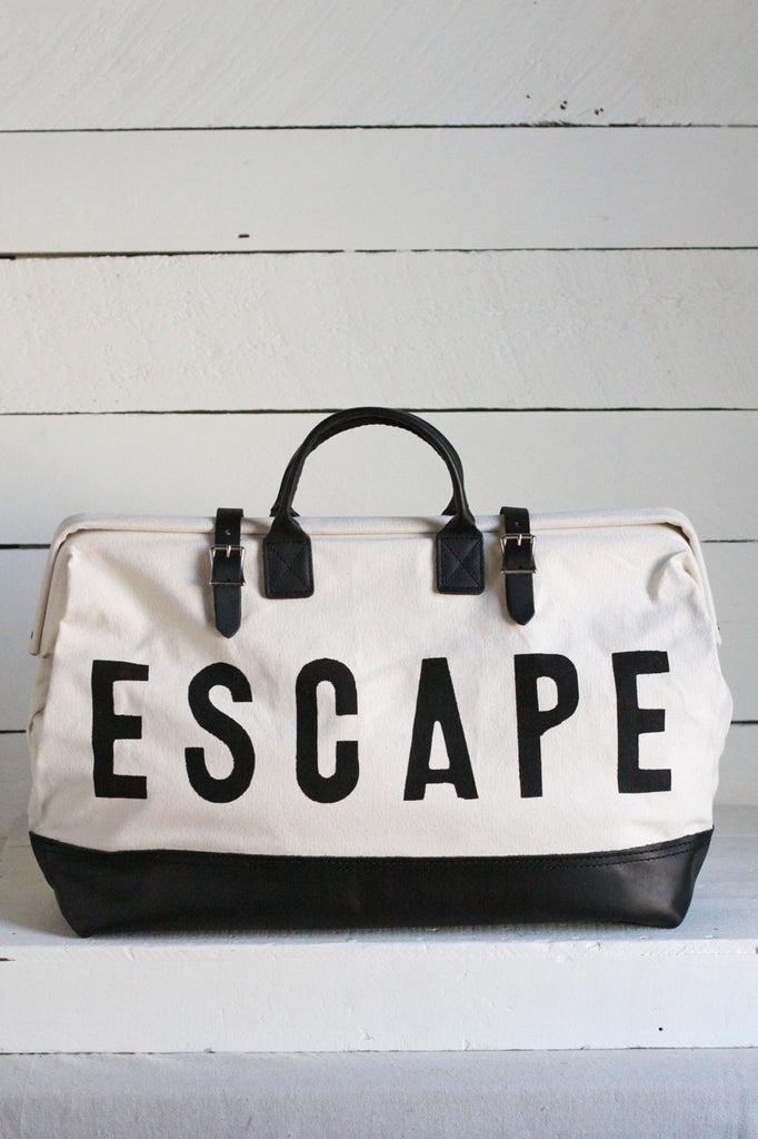 ESCAPE Traveler - Black & White Sample