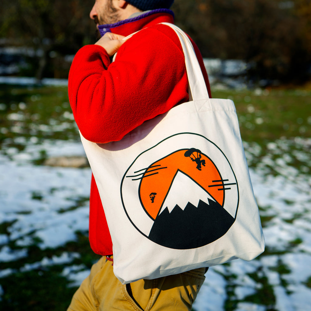 HIKERS TALE TOTE BAG
