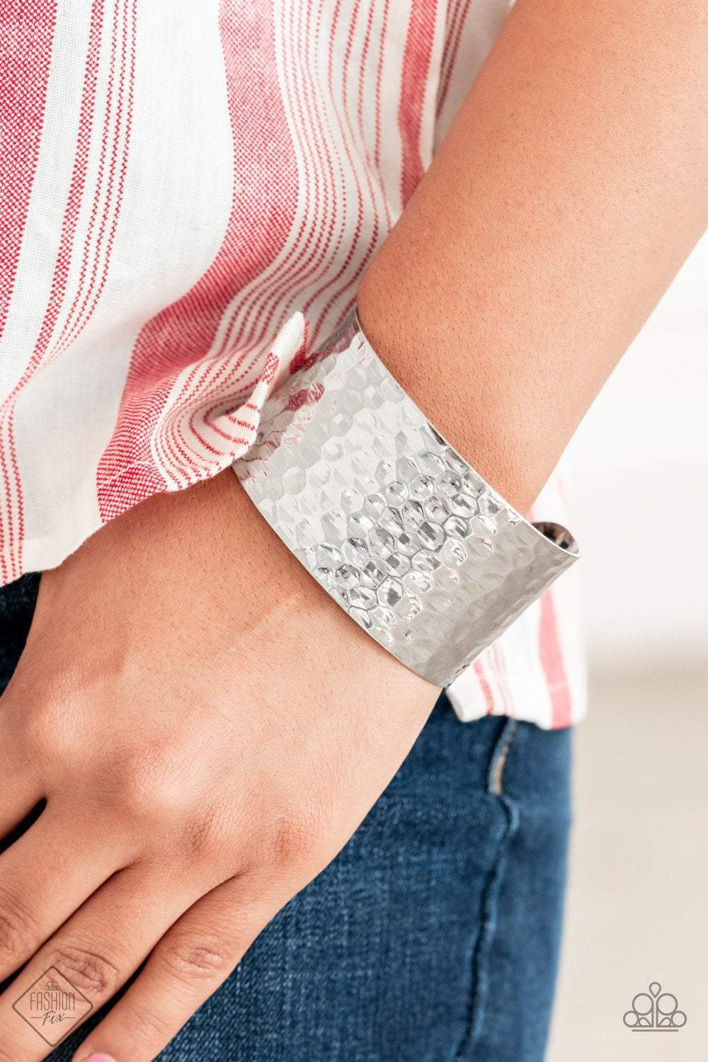 Paparazzi Simmering Shimmer - Silver - Bling It On Online