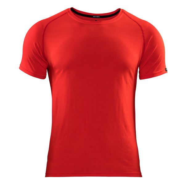 For the bold athlete, looking to add some colour to his wardrobe. The Movero classic red performance t-shirt is understated with only a subtle ´Movero Bamboo´ print along the back neck. It's the ultimate all-rounder, offering next level comfort and performance quality for any workout. Technical stitch for zero chafe. Natural, breathable and eco-friendly.