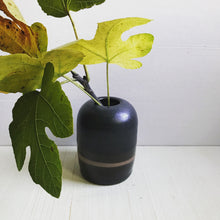 Load image into Gallery viewer, vase : charcoal bulb