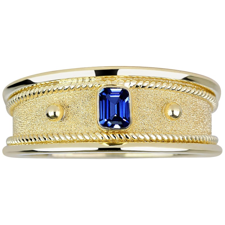 18 Karat Yellow Gold Unisex Ring with Emerald Cut Sapphire
