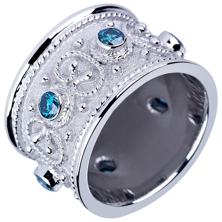 18 Karat White Gold Blue Diamond Unisex Byzantine Band Ring