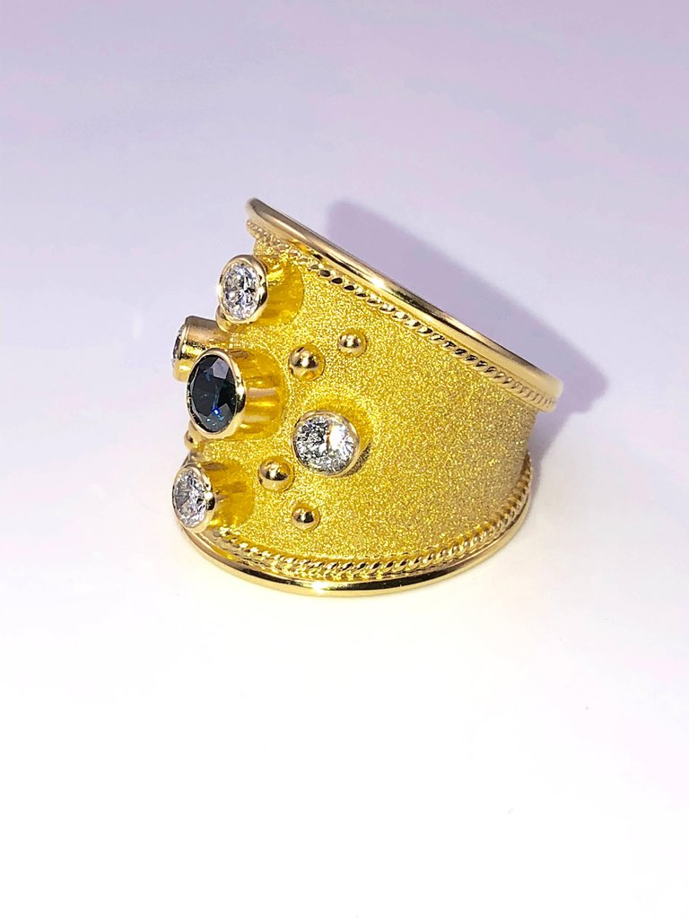 18 Karat Yellow Gold Ring with a Blue and White Diamonds