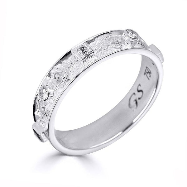 18 Karat White Gold Band Ring with Princess Cut Diamonds