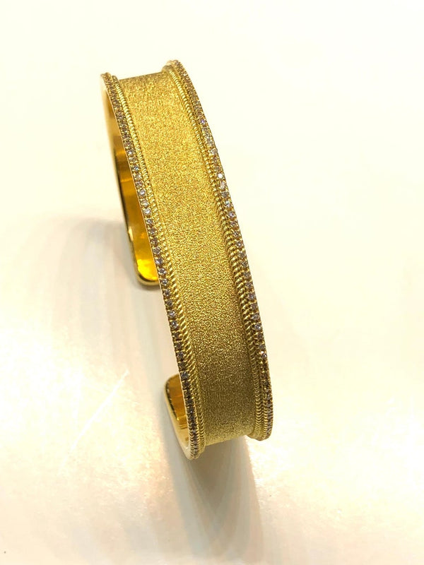 18 Karat Yellow Gold Diamond Bangle Bracelet