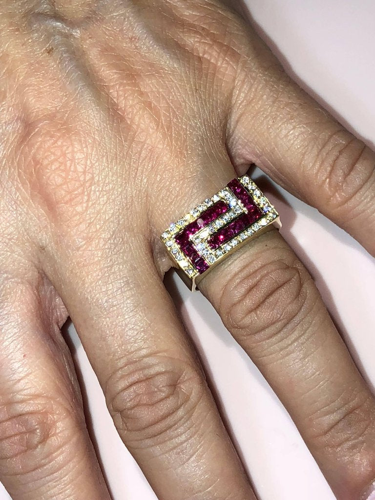 18 Karat Yellow Gold Unisex Diamond Blood Red Ruby Ring