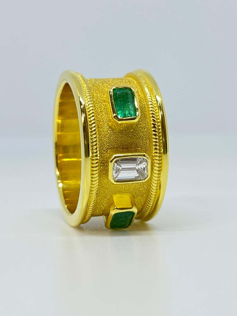 18 Karat Yellow Gold Diamond Emerald Unisex Band Ring
