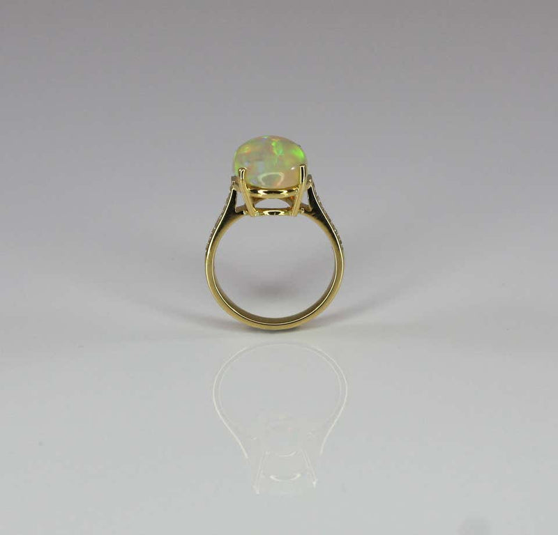 18 Karat Yellow Gold Ring with Opal and Diamonds