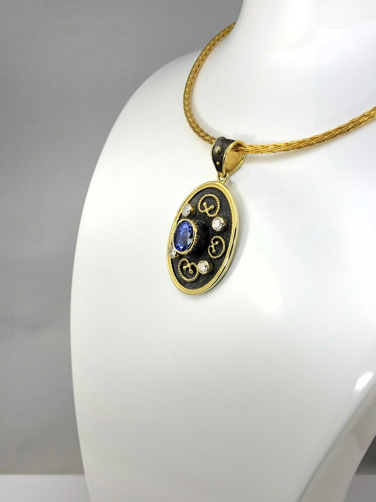 18 Karat Yellow Gold Tanzanite and Diamond Pendant Necklace