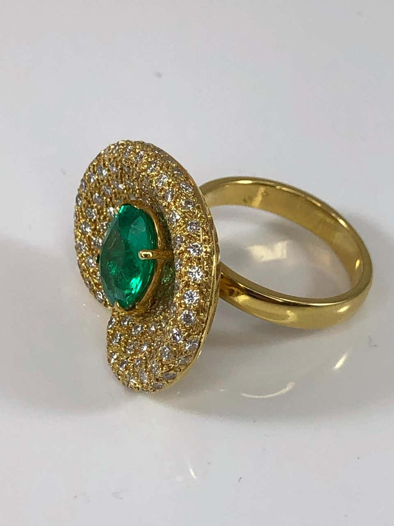 18 Karat Yellow Gold Ring with Emerald and Diamonds