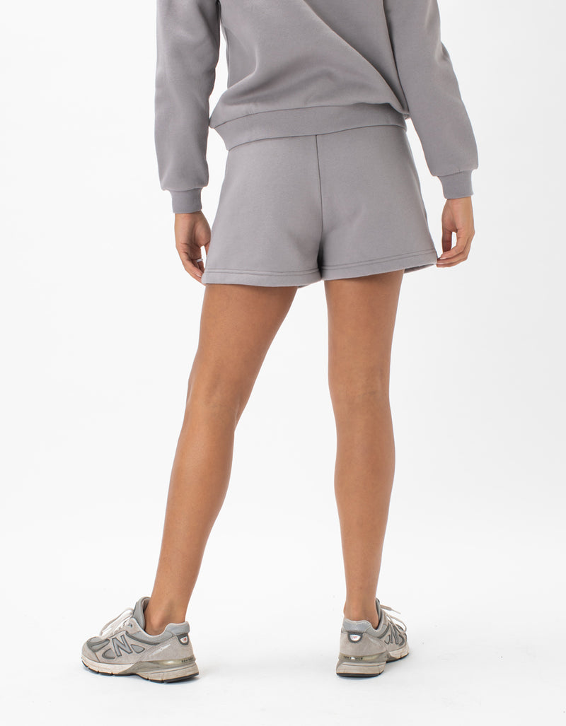 Badge Fleece Short Smoke