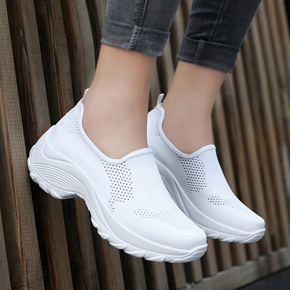 Casual Mesh Slip-on Round Toe Sneakers
