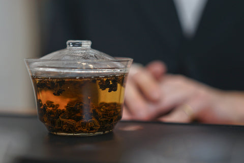 Brewing Red Oolong tea in a glass gaiwan | Plantation by teakha