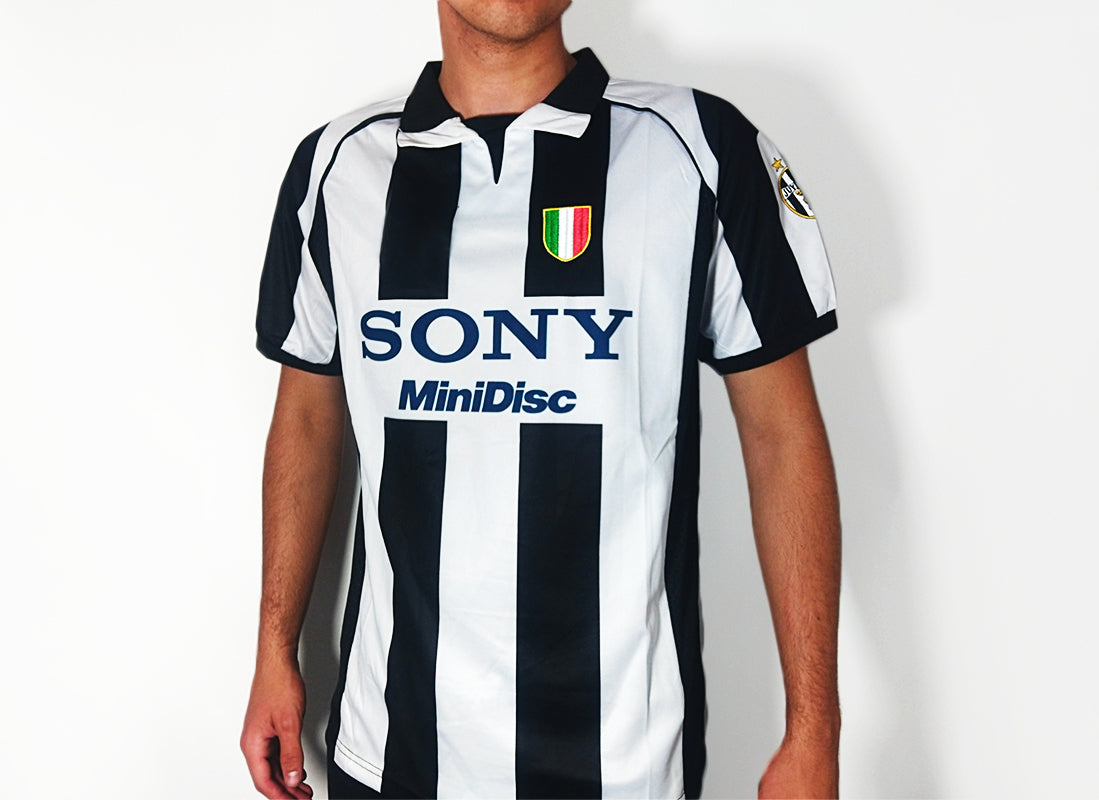 newest 9afd6 a8352 Juventus FC - 1997/98 Vintage Home Football Shirt