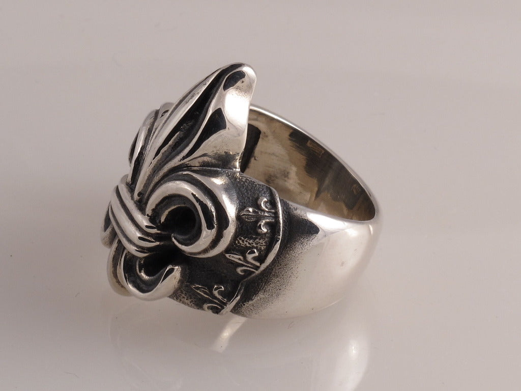 Sterling Fleur di Lis Ring side view
