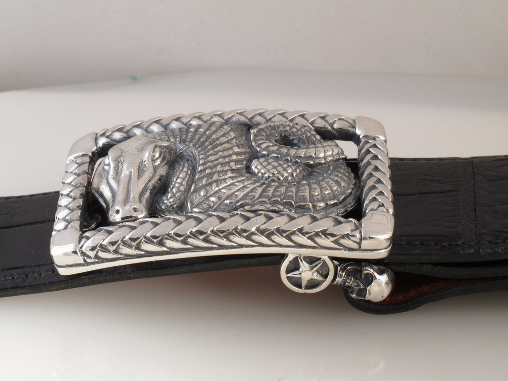 Alligator in Braided Frame trophy buckle side view