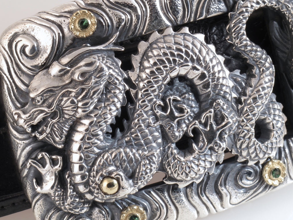 #1366 Sterling, 18kt Dragon Trophy Buckle with Stones, close up