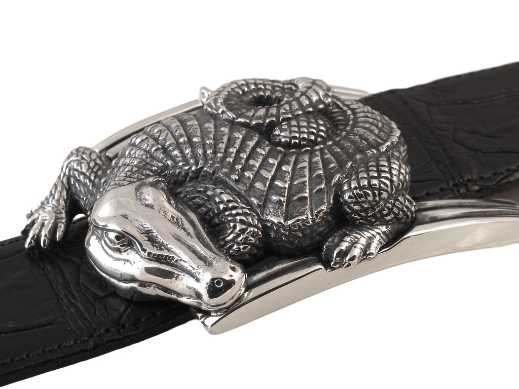 Side view of the Curved Alligator buckle clearly illustrating the sculptural detail of the body resting on the polished Art Deco inspired