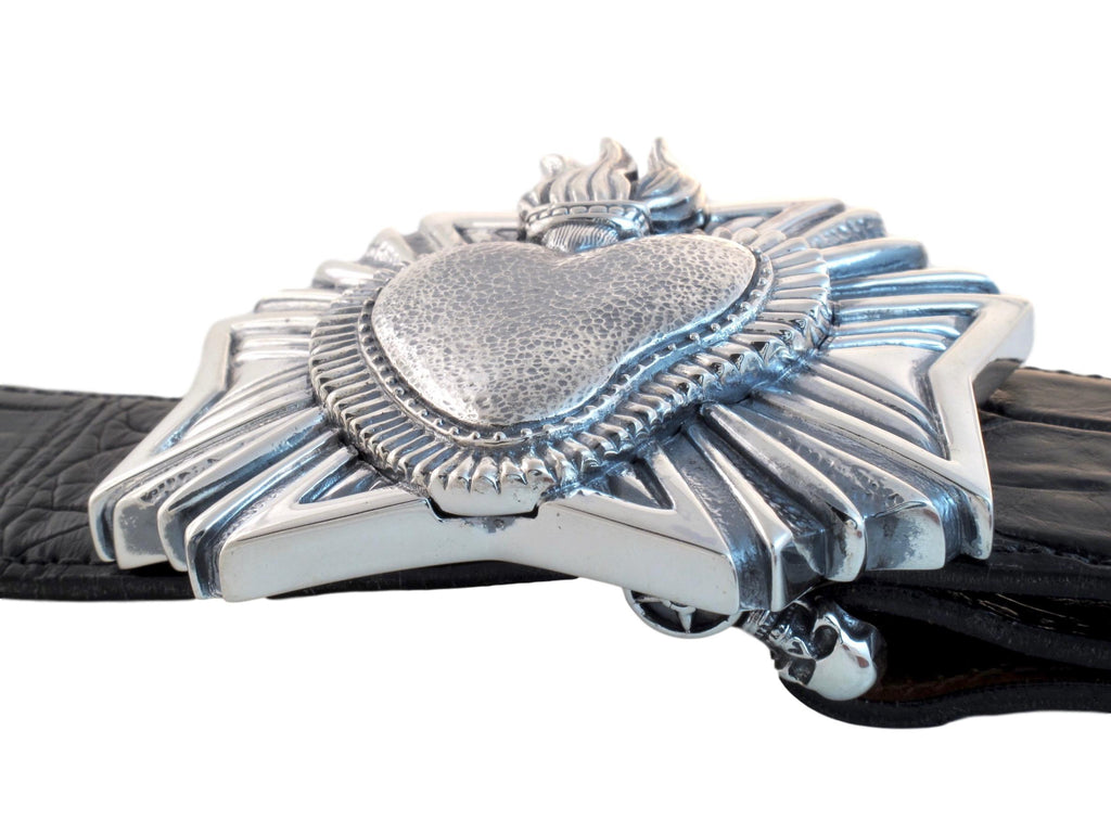 Side view of the sterling Heart Milagro trophy buckle. In this view the depth of the buckl'e form can be seen.