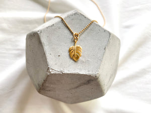Dainty Monstera Leaf Pendant Necklace