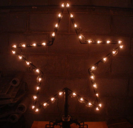 "24"" Wire frame Star with 40 incadescent mini lights kit"