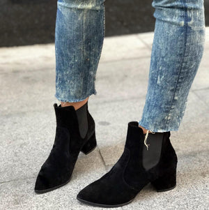 CHECK MY SUEDE ANKLE BOOTS