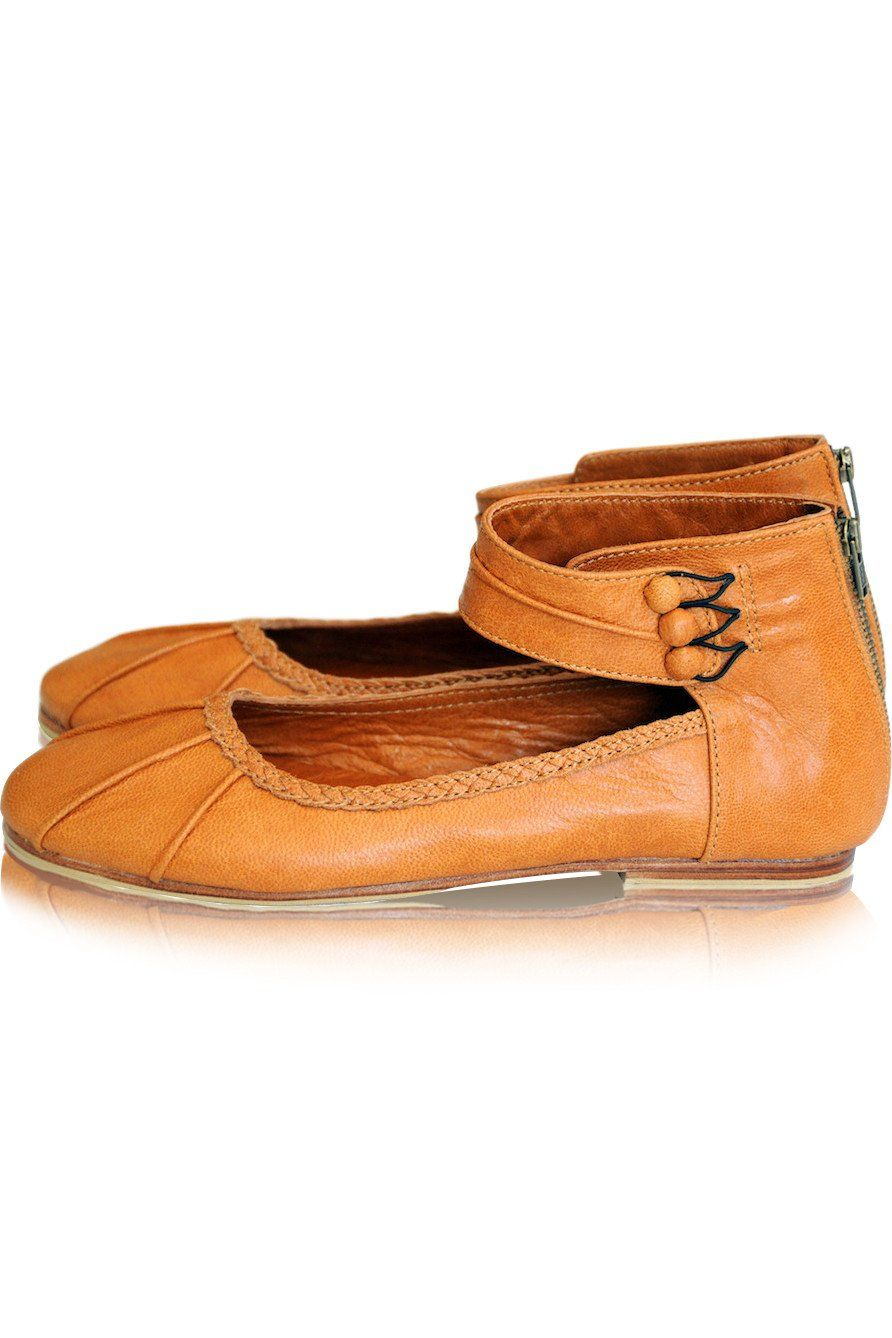 Leather shoes with cuff