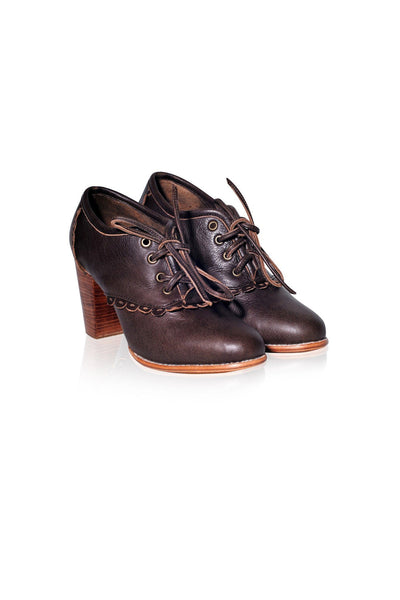 Lace up shoes for women