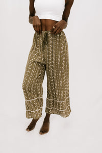 Viva Wide Leg Pants W Lace Trim Detail - Olive