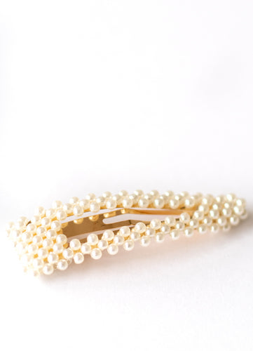 Oversized Pearl Cluster Snap Clip