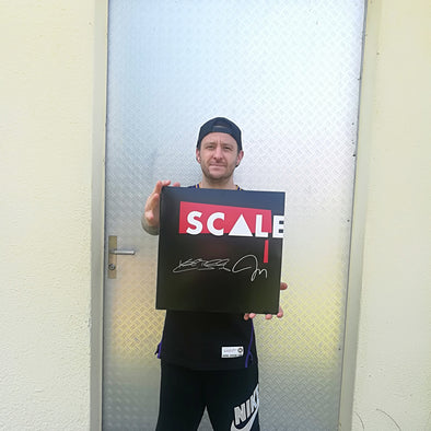 Scale : Signed By Keith Buckley & Joe Trohman